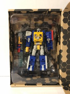 Transformers Generations Selects Earthrise Greasepit Action Figure