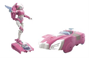 Transformers Kingdom War for Cybertron Arcee Deluxe Action Figure