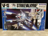 Macross VF-1S StrikeValkyrie 1/55 Scale Model- Perfect Detailed S-Heavy Version