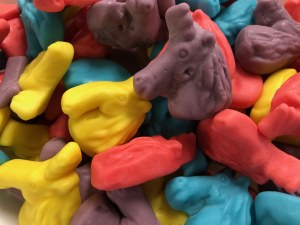 10 oz. Gummy Unicorns