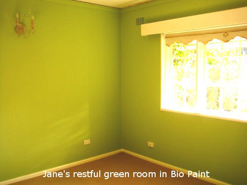 A peaceful green room painted with natural Bio Paint.