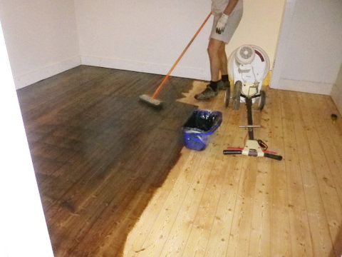 Kunos smoked oak being applied to a pine floor.