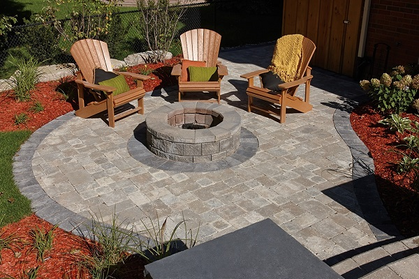 Colonnade Brick Pavers with a Fire Pit