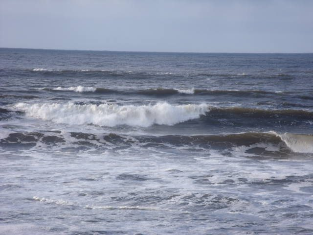 Waves straight in front of Lahinch Surf Shop