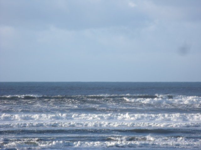 view of waves in front of Lahinch surf shop
