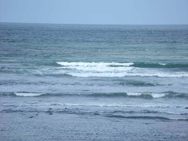Waves in front of the shop