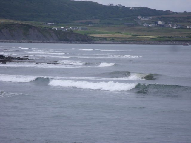 2 foot clean waves on southern reefs