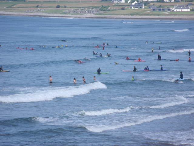 1 foot waves on the main beach