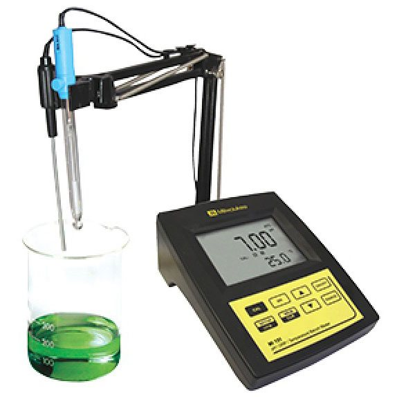 pH Meters & Refractometers